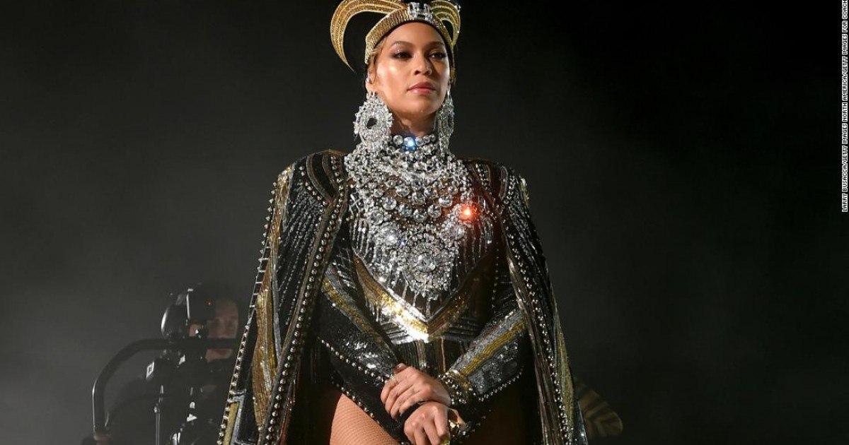 Beyonce with the appearance of Egyptian Queen Nefertiti with a crown